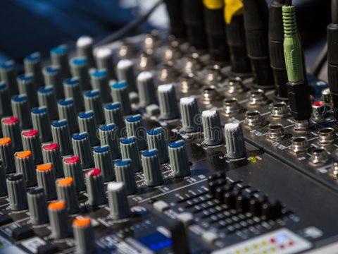 Bàn mixer & Những thông tin quý khách cần biết về thiết bị này để có mức giá thuê phù hợp