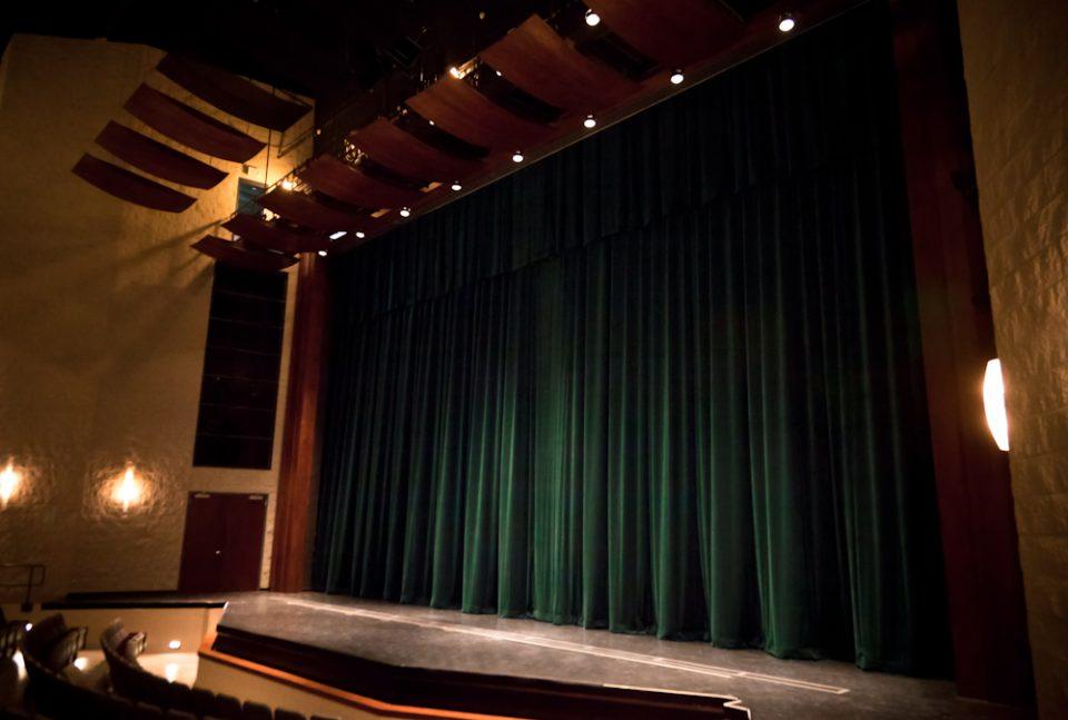 Rèm sân khấu - Ý nghĩa của thiết bị này trong tổ chức sự kiện