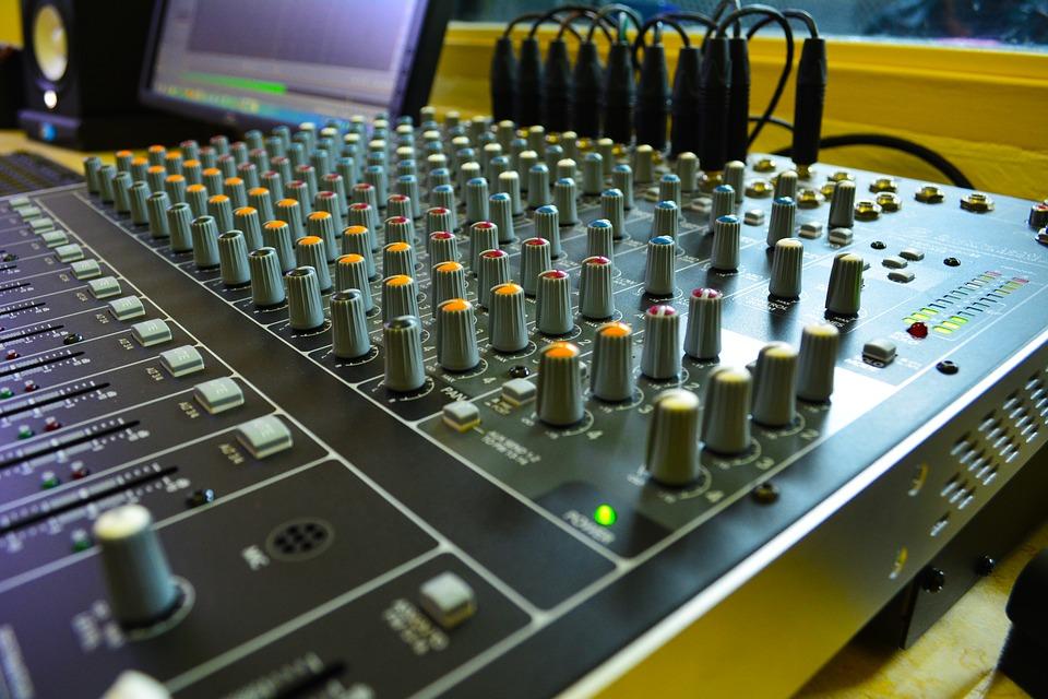Tìm hiểu về các loại âm thanh tổ chức sự kiện phổ biến hiện nay
