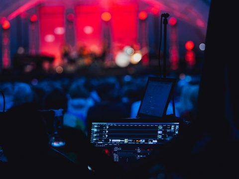 4 Tiêu chí chọn thuê âm thanh ánh sáng sân khấu tốt, chuyên nghiệp