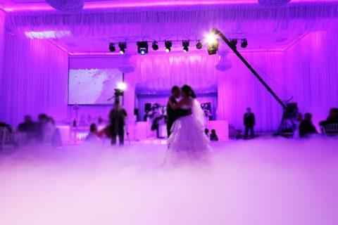Cho thuê máy phun khói hiệu ứng đứng tổ chức sự kiện cho doanh nghiệp