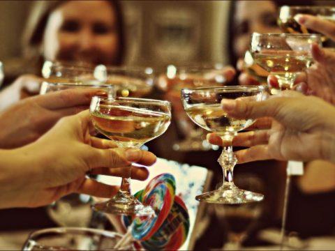 Những lưu ý về cách lựa chọn chủ đề Year end party