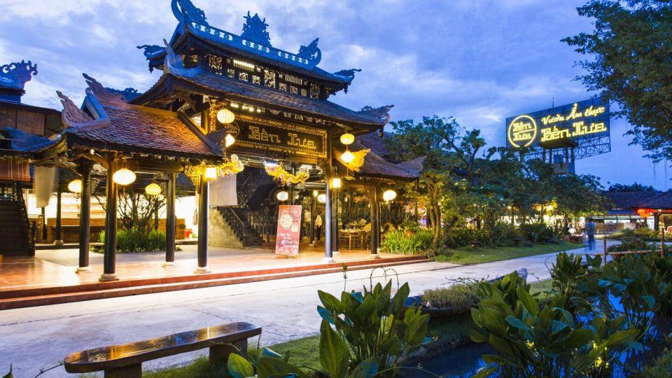 Vườn ẩm thực bến xưa là một địa điểm tổ chức Gala Dinner ngoài trời thích hợp nhất