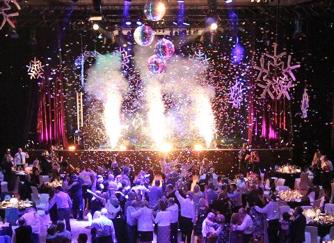 Vì sao nên lựa chọn công ty tổ chức sự kiện cho tiệc cuối năm