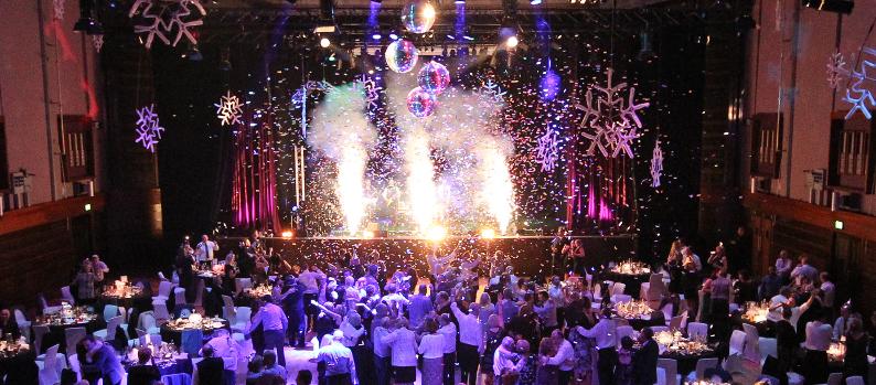 Vì sao nên lựa chọn công ty tổ chức sự kiện cho tiệc cuối năm ?