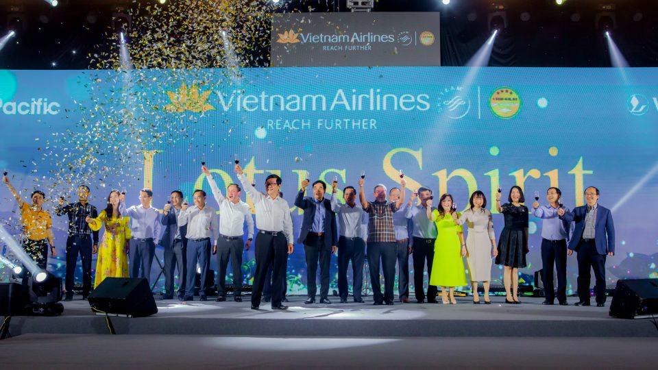 """Tham dự Đại tiệc Hội Nghị Vinh Danh Cuối Năm """"Lotus Spirit"""" cùng Vietnam Airlines – Rạng ngời khí chất hoa sen"""