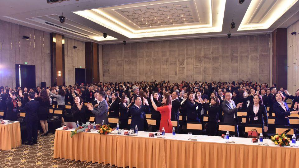 Hội nghị khách hàng là gì? Cách tổ chức hội nghị thành công gây ấn tượng