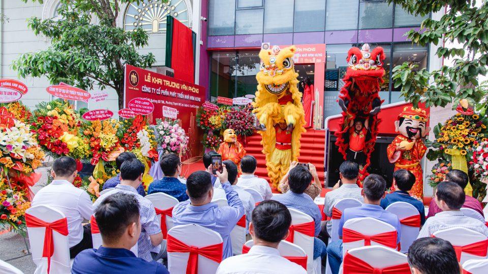 Vui mừng lễ khai trương văn phòng Công ty Cổ phần Phát triển Nhà Nam Hưng
